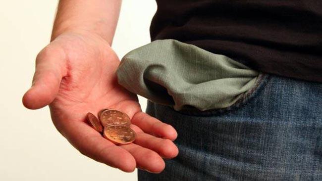 شاب طموح يرغب في بعث مشروع لكنّه يكتشف أنّه لا يملك في جيبه سوى سعر قهوة و سجارة