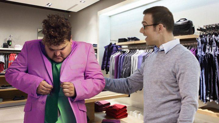 بائع ملابس يؤكد لحريف أنّ كلّ ما يلبسه جميل و أنّ كلّ قطعة في المحلّ تناسب جسده