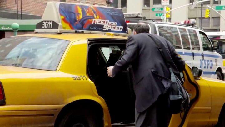 صاحب تاكسي يقوم بإيصال حريف ليس في طريقه يثير إستغراب الجميع