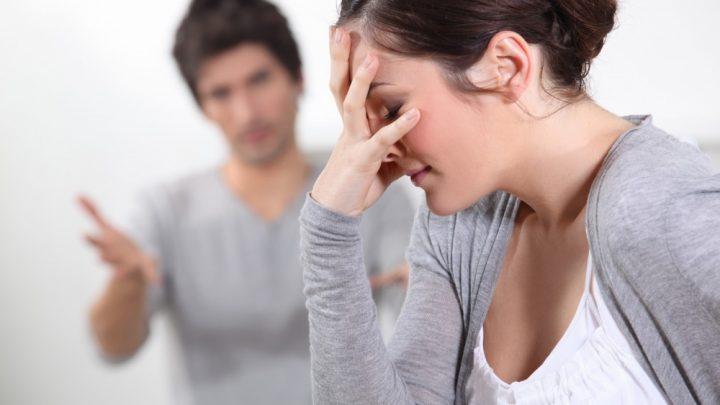 أخبر زوجته بوجوده في الحجر الصحي في منزل صديقه لتكتشف بعد أنّه رفقة عشيقته