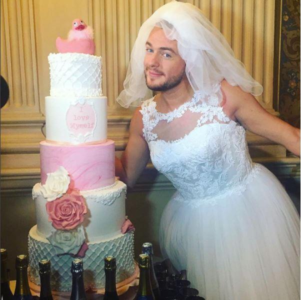 شاب تونسي يتزوّج نفسه بعد فشل جميع علاقاته العاطفية